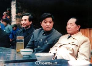 L'ex premier Wen Jiabao, l'ex presidente Hu Jintao e Hu Yaobang in una foto di qualche anno fa